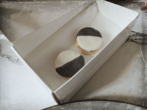 Cheddar Savory Black & White Cookie with Apple